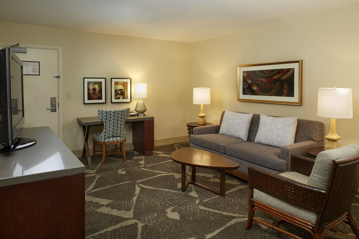 HHV_Diamond-Head-One-Bedroom-Suite-Parlor.jpg