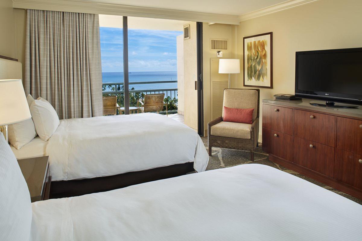 HHV_Diamond-Head-One-Bedroom-Suite-Room-1.jpg